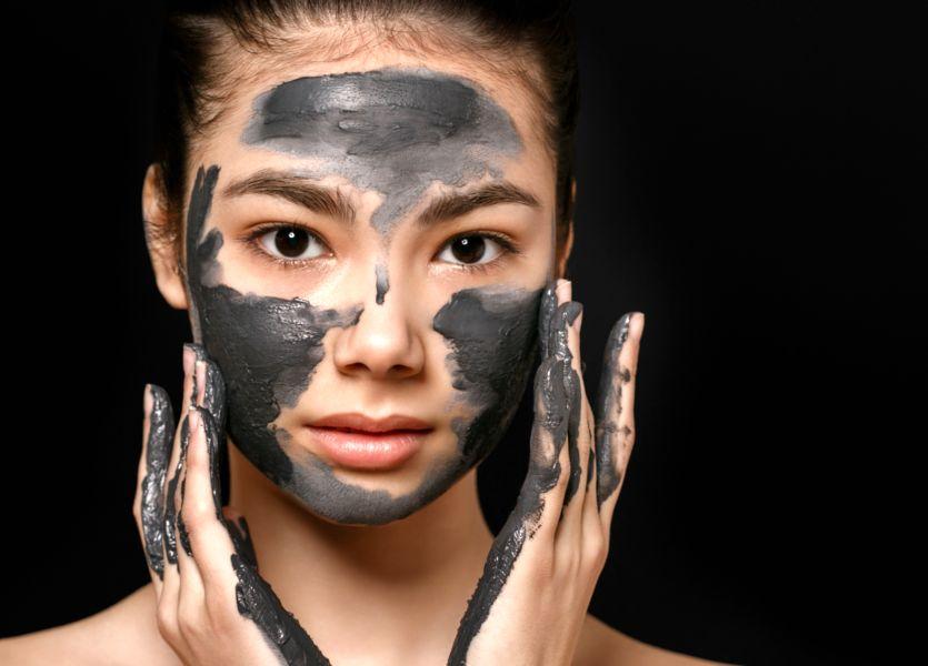 masque charbon anti point noir